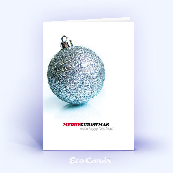 Öko Weihnachtskarten Nr. 91 silber mit einer Weihnachtskugel sind mit einem modernen Design verziert.